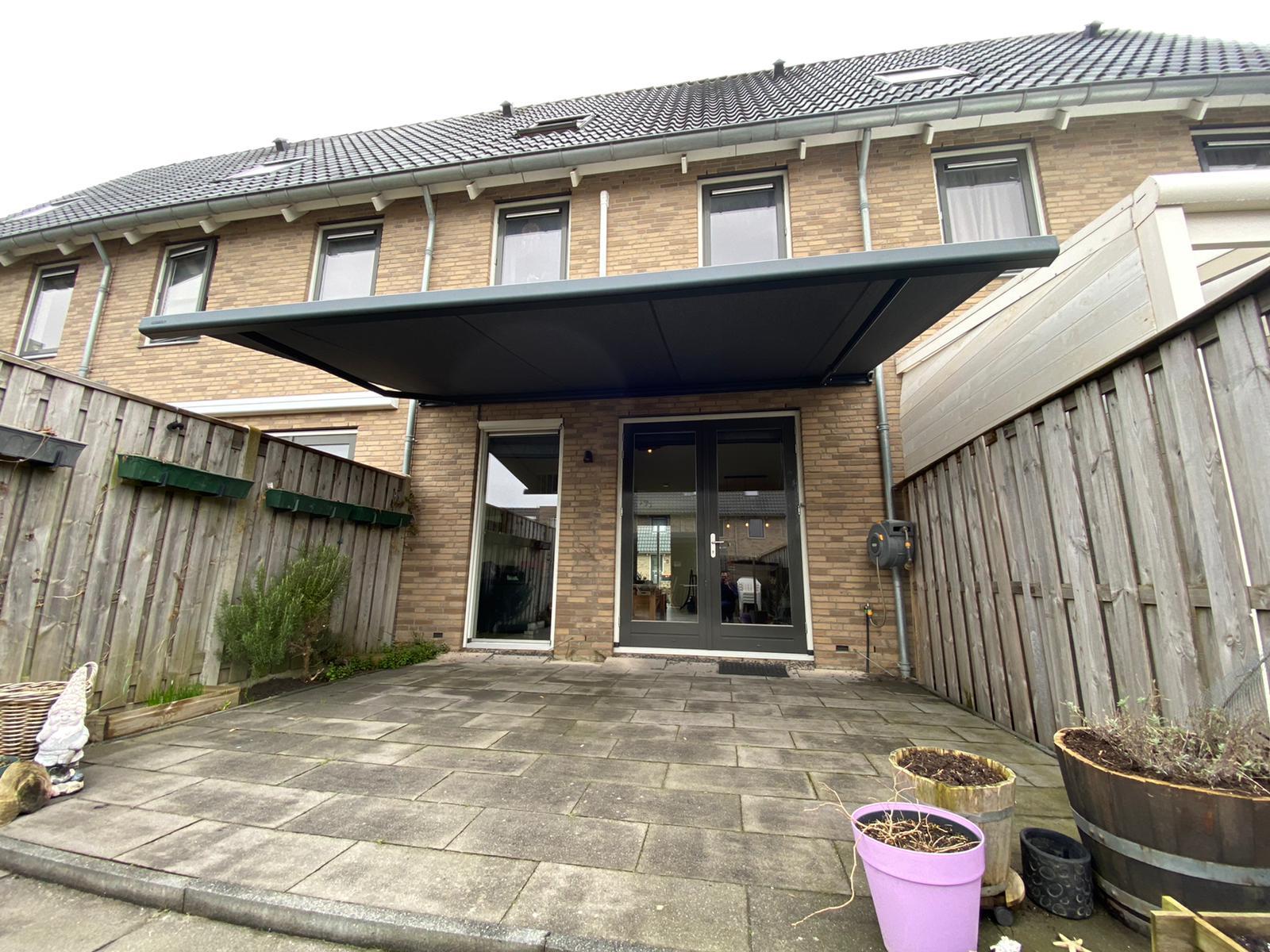 Knikarmschermen op maat bij Van Ewijk Zonwering in Lelystad Dronten Swifterbant en Almere 010