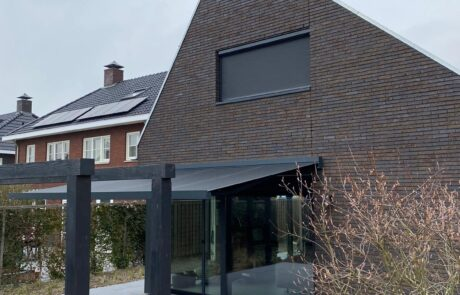 Knikarmschermen op maat bij Van Ewijk Zonwering in Lelystad Dronten Swifterbant en Almere 013