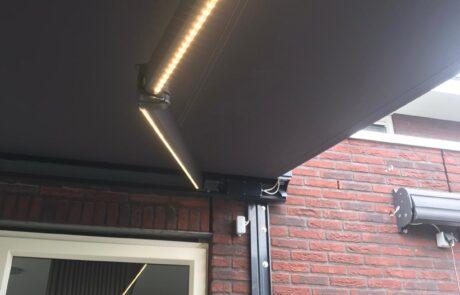 Knikarmschermen op maat bij Van Ewijk Zonwering in Lelystad Dronten Swifterbant en Almere 07