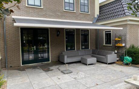 Knikarmschermen op maat bij Van Ewijk Zonwering in Lelystad Dronten Swifterbant en Almere 0C