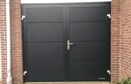 Openslaande garagedeuren op maat bij Van Ewijk Zonwering in Lelystad Dronten Swifterbant en Almere 11