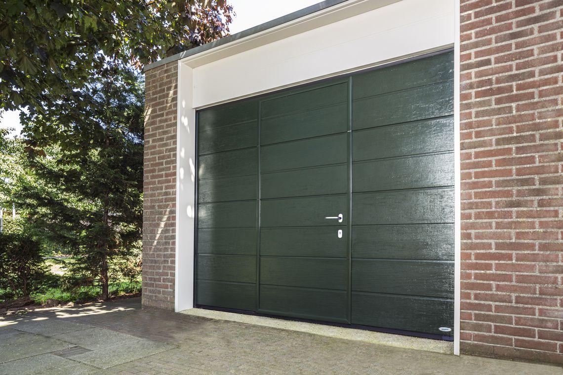Openslaande garagedeuren op maat bij Van Ewijk Zonwering in Lelystad Dronten Swifterbant en Almere 7