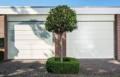 Sectionaaldeuren op maat bij Van Ewijk Zonwering in Lelystad Dronten Swifterbant en Almere 2