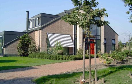 Uitvalschermen en markisolettes op maat bij Van Ewijk Zonwering in Lelystad Dronten Swifterbant en Almere 06