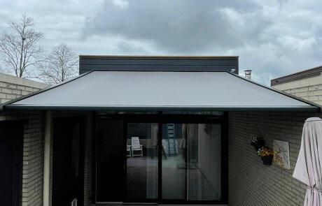Brustor pergola zonwering op maat bij Van Ewijk Zonwering in Lelystad Dronten Swifterbant Biddinghuizen en Almere