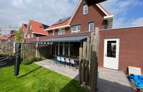 Brustor Knikarm zonnescherm op maat bij Van Ewijk Zonwering in Lelystad Dronten Swifterbant Biddinghuizen en Almere