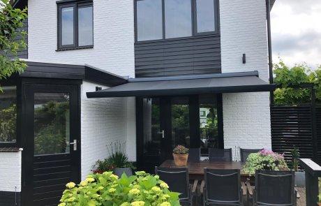 Elektrisch zonnescherm op maat bij Van Ewijk Zonwering in Lelystad Dronten Swifterbant Biddinghuizen en Almere