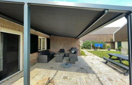 Veranda terras zonnescherm Brustor op poten op maat bij Van Ewijk Zonwering in Lelystad Dronten Swifterbant Biddinghuizen en Almere
